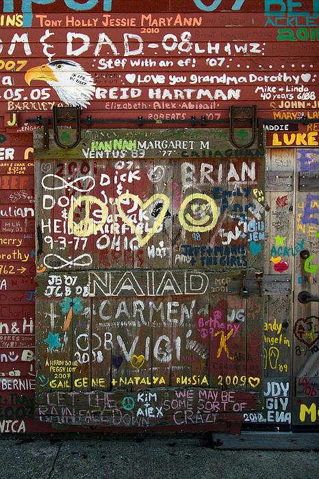 Chuck De La Rosa - Graffiti