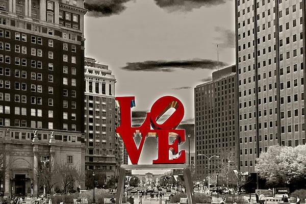 Lou Ford - Love Sculpture - Philadelphia - BW