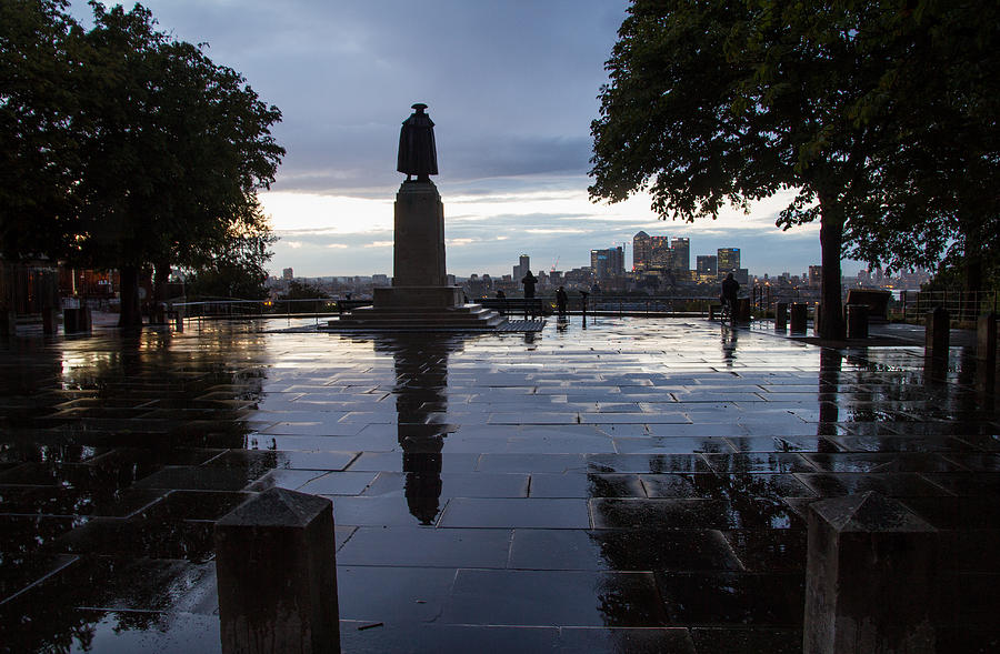 London Photograph -  General Wolfe On Greenwich Hill by Wayne Molyneux