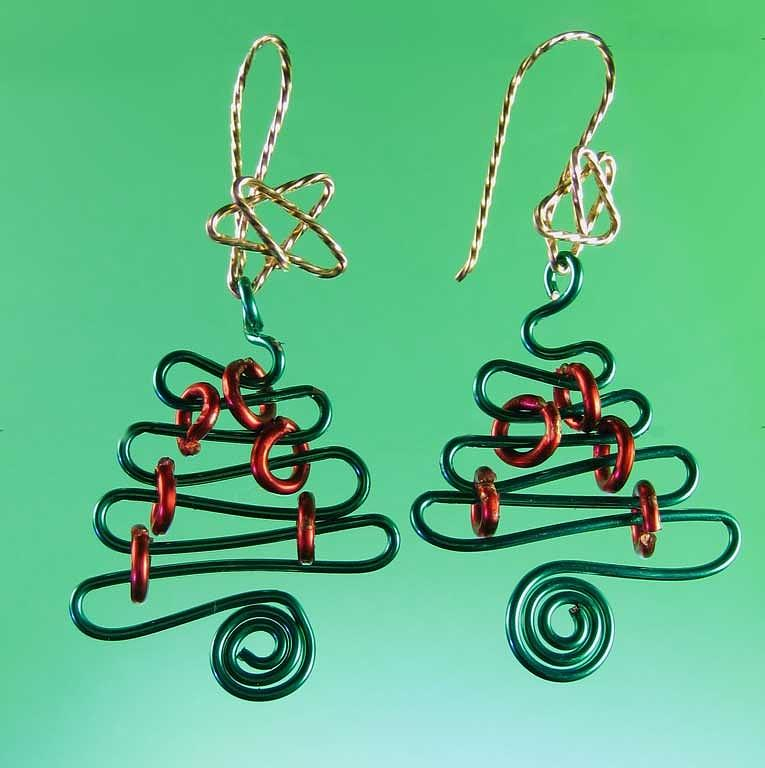 0804 Wire Christmas Tree Jewelry by Dianne Brooks