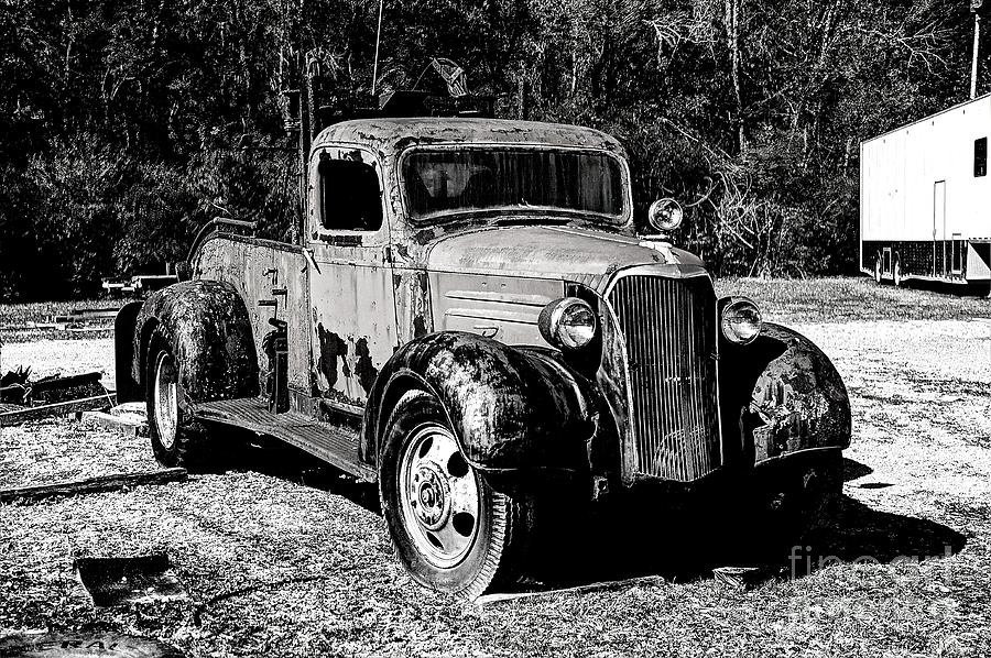 Hdr Photograph - 1937 Chevy Wrecker by Paul Mashburn
