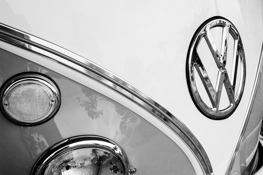 1964 Volkswagen Photograph - 1964 Volkswagen Samba 21 Window Bus Vw Emblem by Jill Reger
