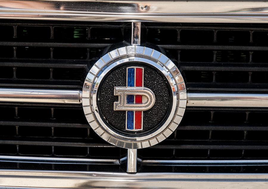1-1973-datsun-1200-emblem-roger-lapinski