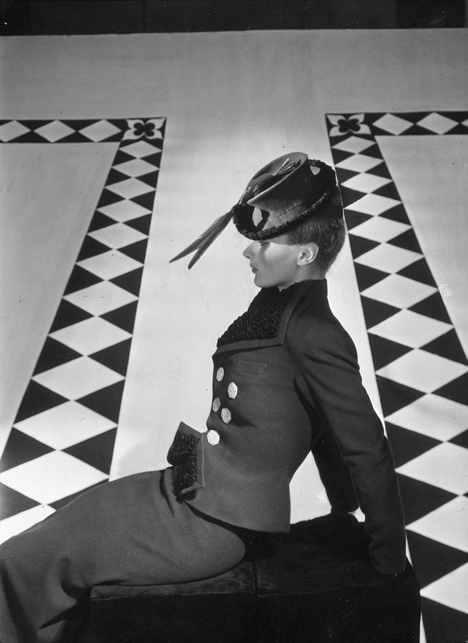 A Portrait Of Lisa Fonssagrives Sitting Photograph by Horst P. Horst