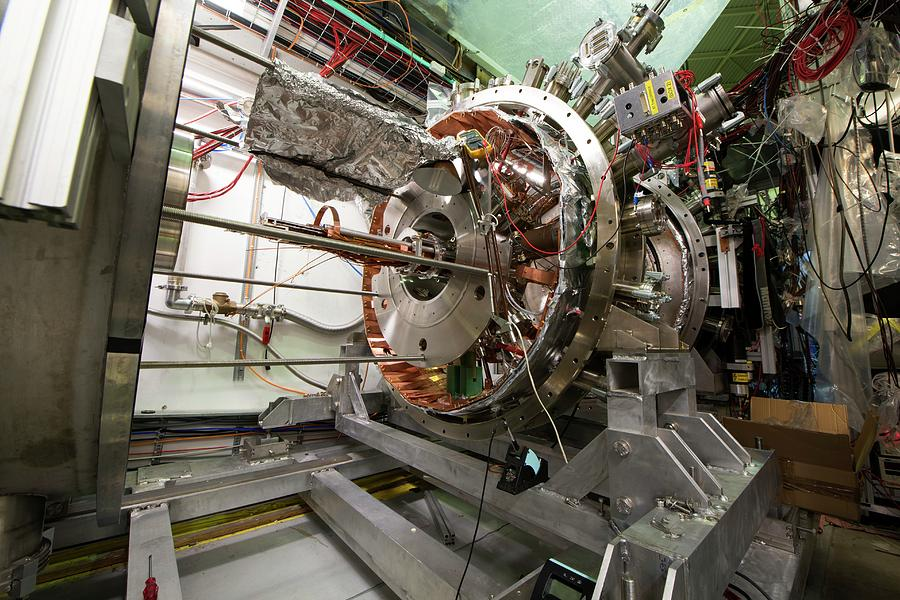 Equipment Photograph - Aegis Experiment At Cern by Cern/science Photo Library