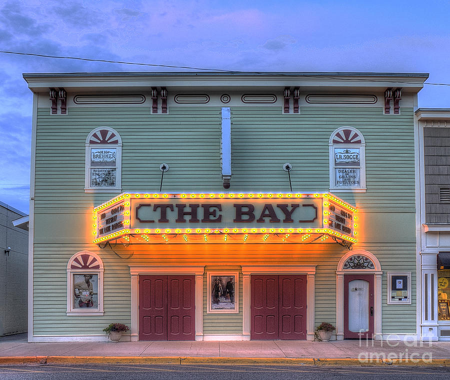 Suttons Photograph - Bay Theatre In Suttons Bay by Twenty Two North Photography