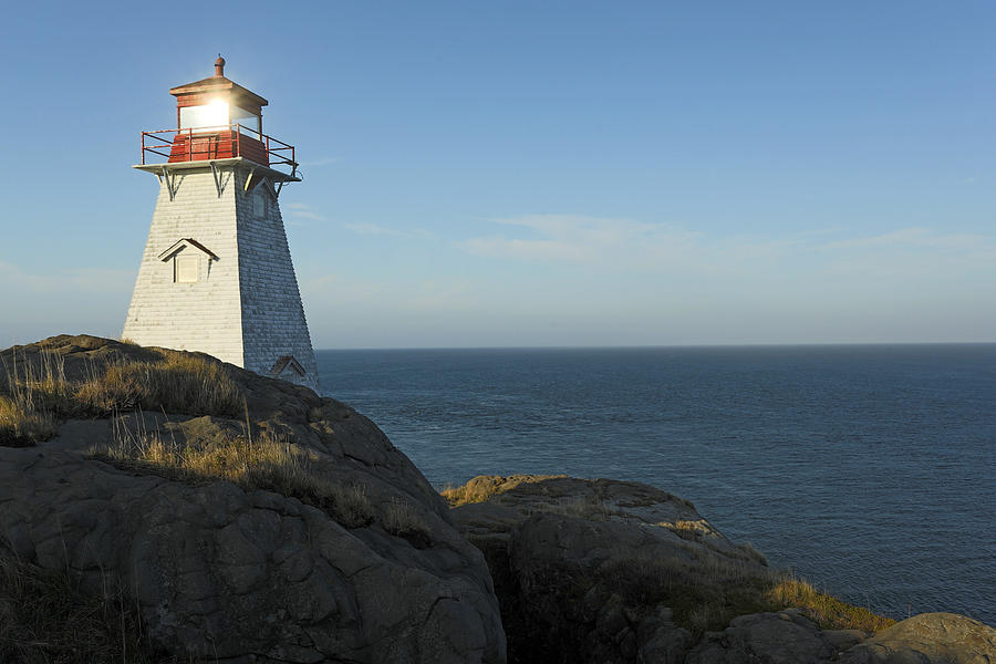 Boars Head Lighthouse Bay Of Fundy Photograph by Scott Leslie