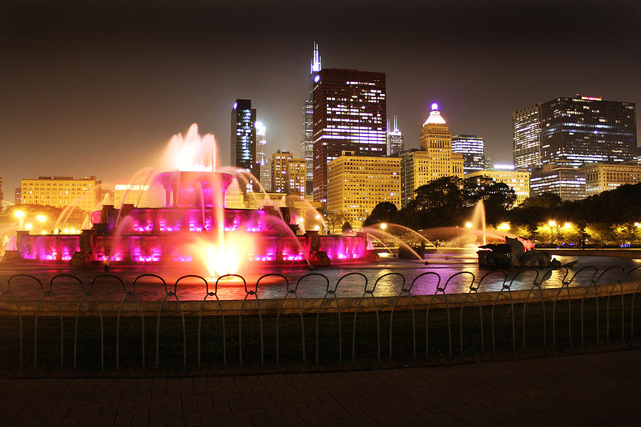 Chicago Photograph - Buckingham Fountain Chicago by Ed Pettitt