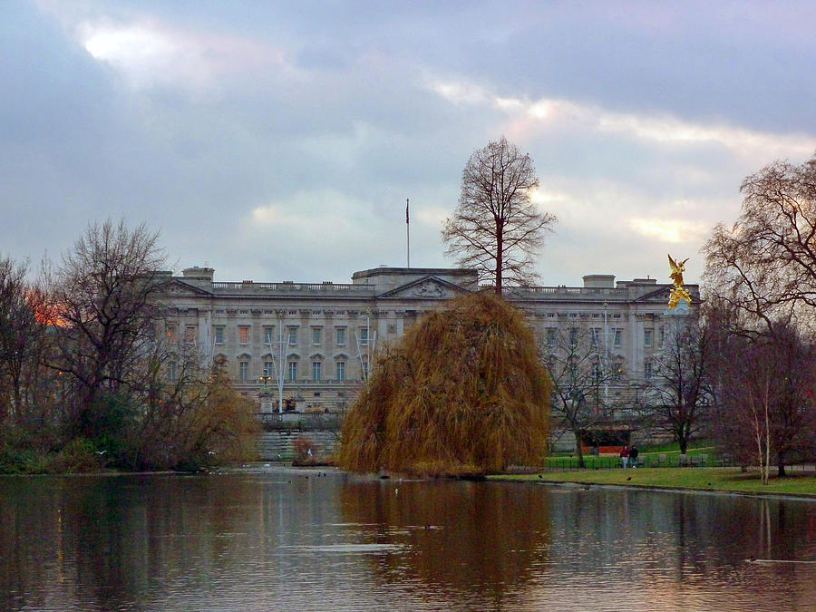 Buckingham Palace Photograph - Buckingham Palace by Lynn Bolt