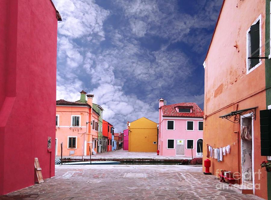 Burano Photograph - Burano 01 by Giorgio Darrigo