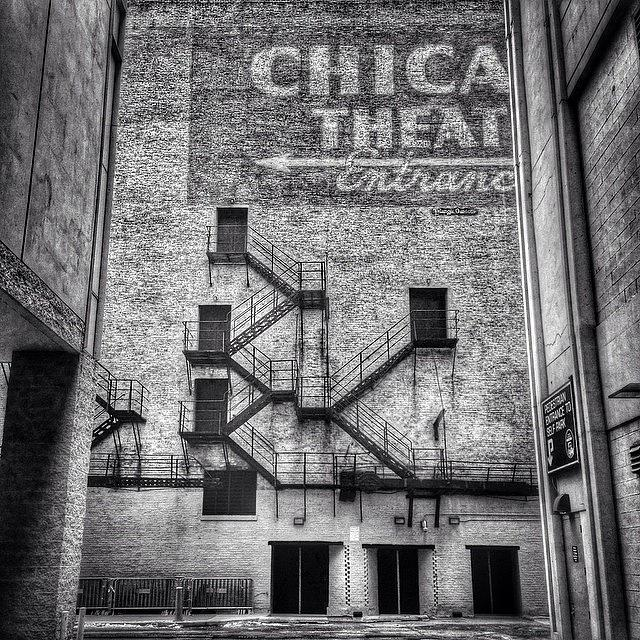 Alley Photograph - Chicago Theatre Alley Entrance Photo by Paul Velgos