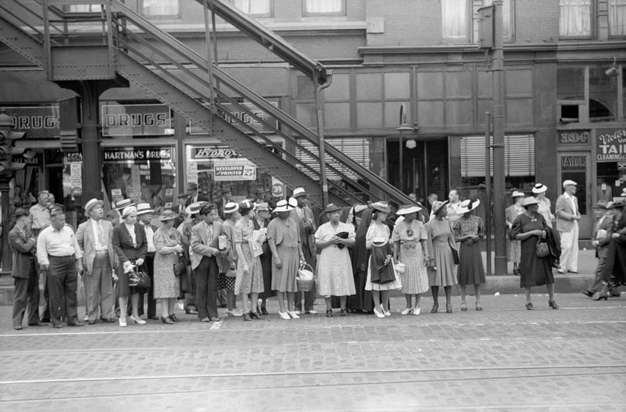 1940 Photograph - Chicago Commuters, 1940 by Granger