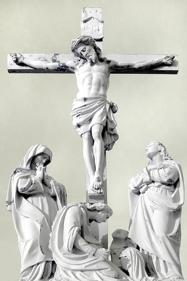 Evansville Photograph - Christ On The Cross With Mourners Evansville Indiana 2006 by John Hanou