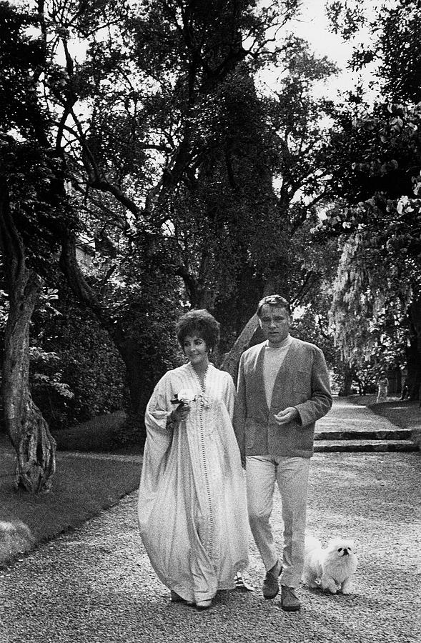 Elizabeth Taylor And Richard Burton Photograph by Henry Clarke