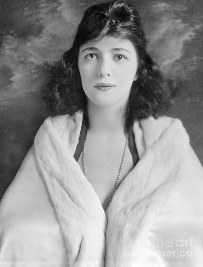 Evelyn Nesbit Photograph By Granger
