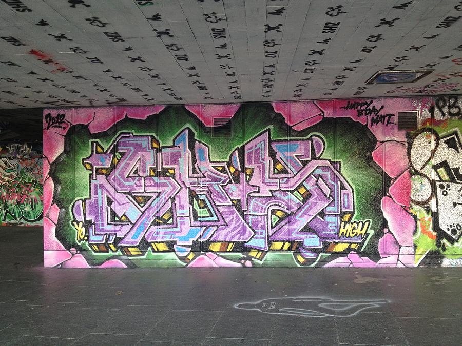 Canvas Print Photograph - Graffiti Southbank by Maeve O Connell