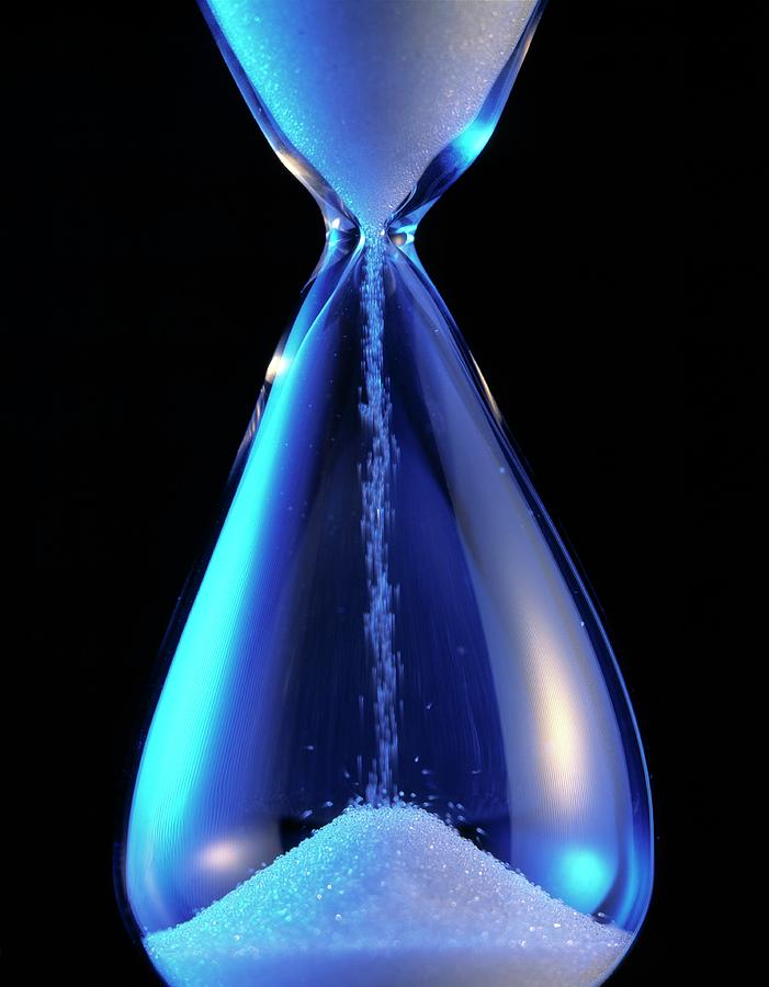 Hourglass Photograph - Hourglass by Sheila Terry/science Photo Library