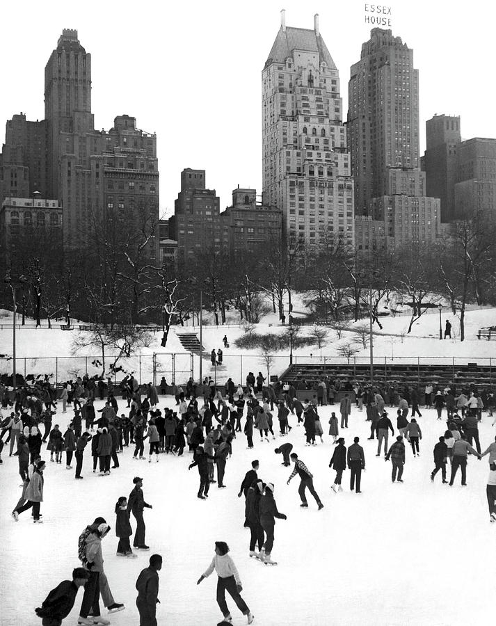 1940s Photograph - Ice Skating In Central Park by Underwood Archives