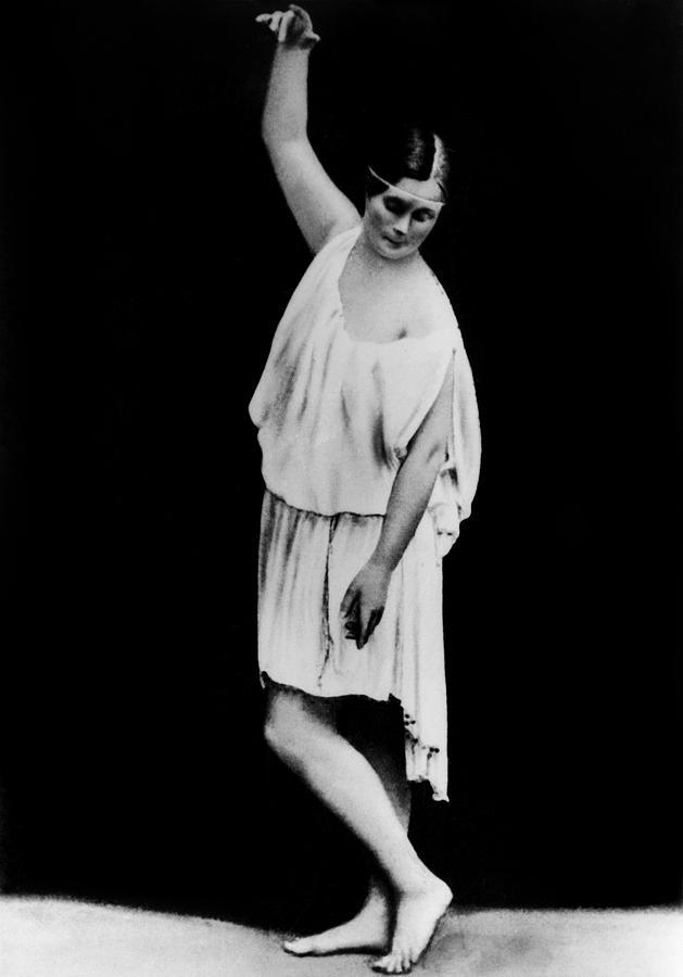 1904 Photograph - Isadora Duncan (1877-1927) by Granger