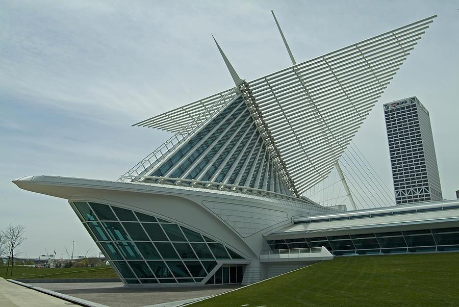 Milwaukee Art Museum Photograph - Milwaukee Art Museum by Devinder Sangha