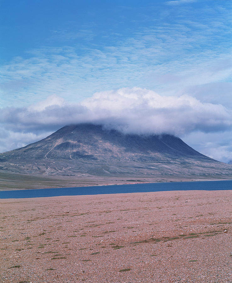 Orographic Cloud Photograph - Mountain Cloud by Simon Fraser/science Photo Library