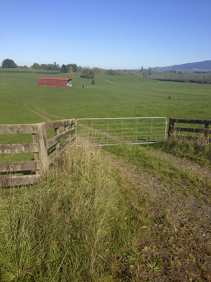Gate Photograph - Old Barn  by Les Cunliffe
