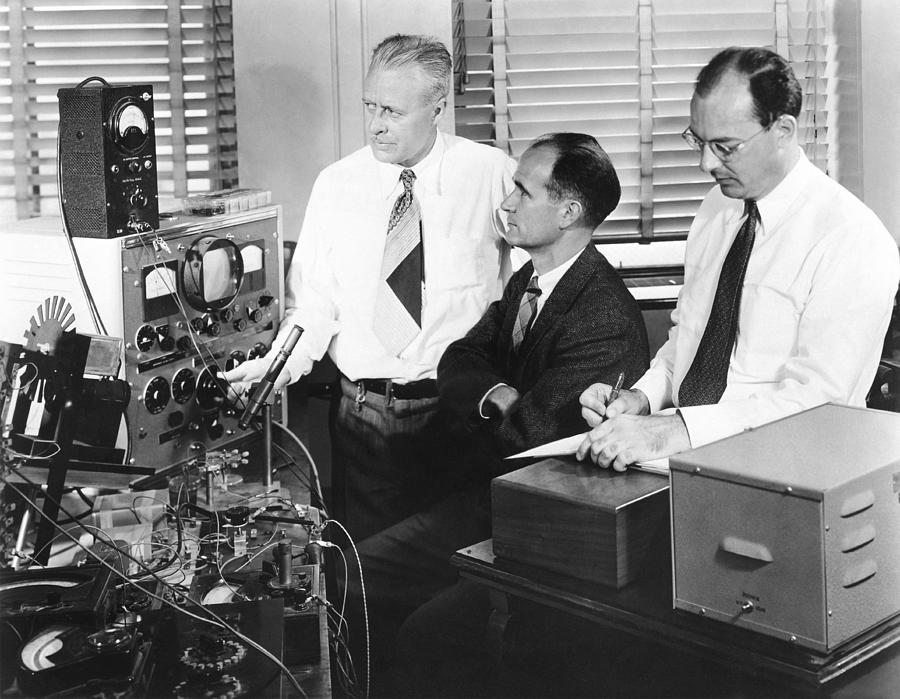 People Photograph - Physicists Brattain, Bardeen And by Science Photo Library