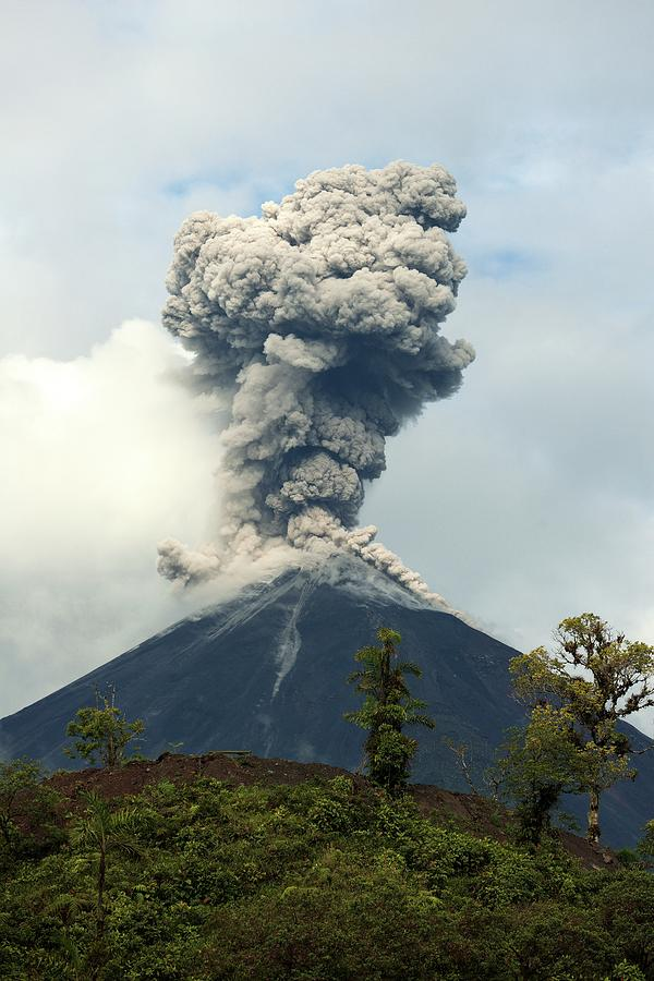 what is the longest erupting volcano