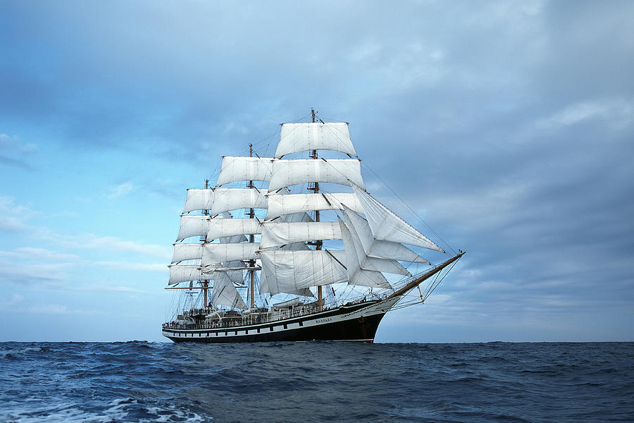 Tours On A Big Ships