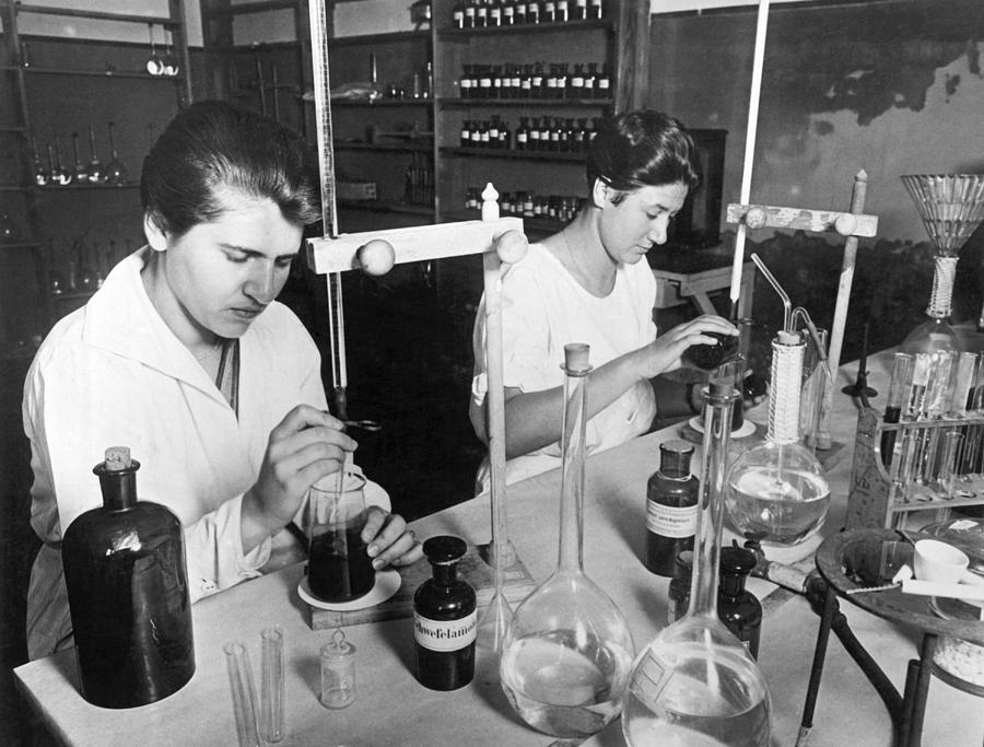 1920s Photograph - Searching For Germs by Underwood Archives
