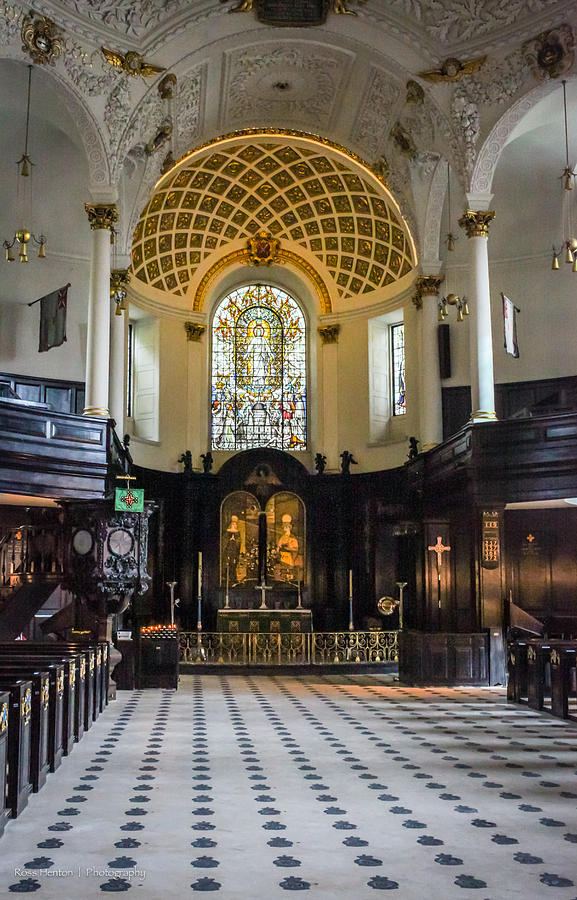 St. Photograph - St. Clement Danes by Ross Henton