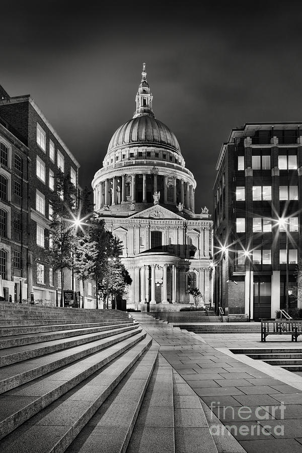 St Paul's Cathedral Photograph - St Pauls London by Rod McLean