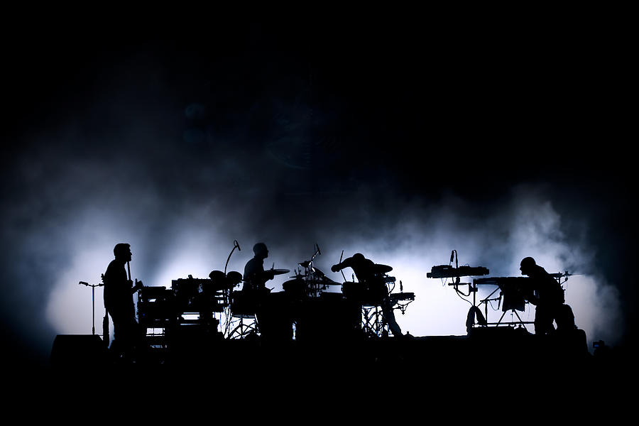 Night Photograph - The Band. by Thomas Lenne