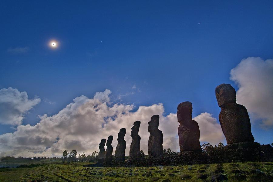 Ahu Akivi Photograph - Total Solar Eclipse 1 by Juan Carlos Casado (starryearth.com)