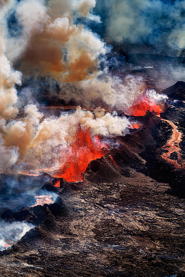 essays on volcano eruption Free essay: volcanoes volcanoes are natural phenomena which are on the earth's surface through which molten rock and gases escape from below the surface.
