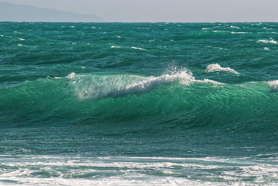 Waves In The Sea Photograph by Cirano83