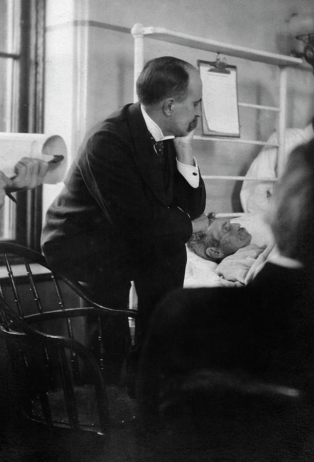 William Osler Photograph - William Osler Attending A Patient by National Library Of Medicine