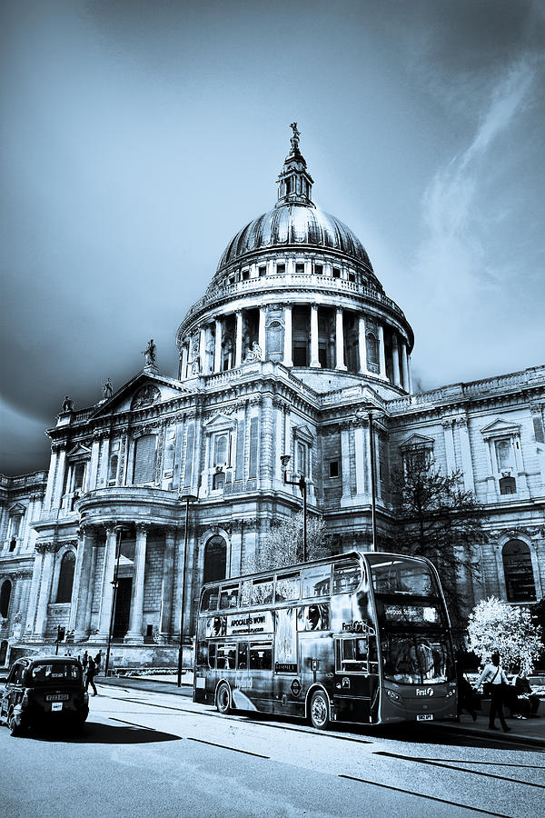 St Pauls Digital Art - St Pauls Cathedral London Art by David Pyatt