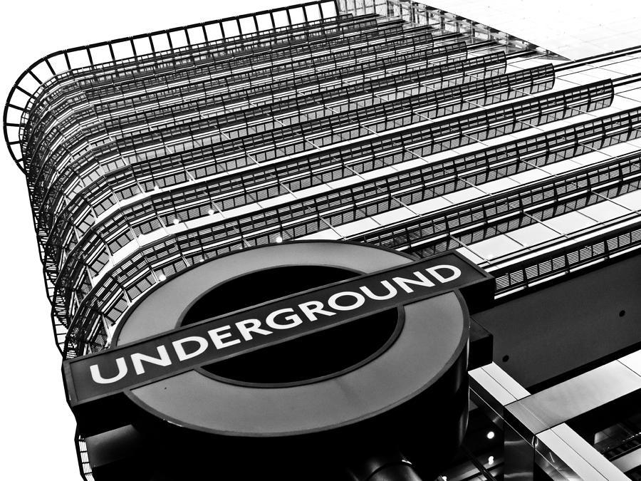 Canary Wharf Photograph - Canary Wharf London by David Pyatt