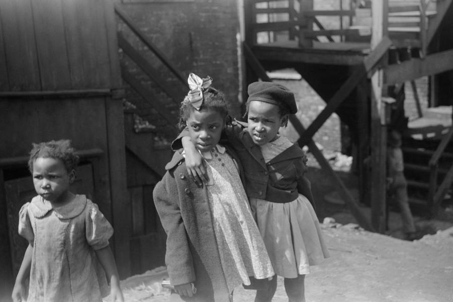 1941 Photograph - Chicago Children, 1941 by Granger