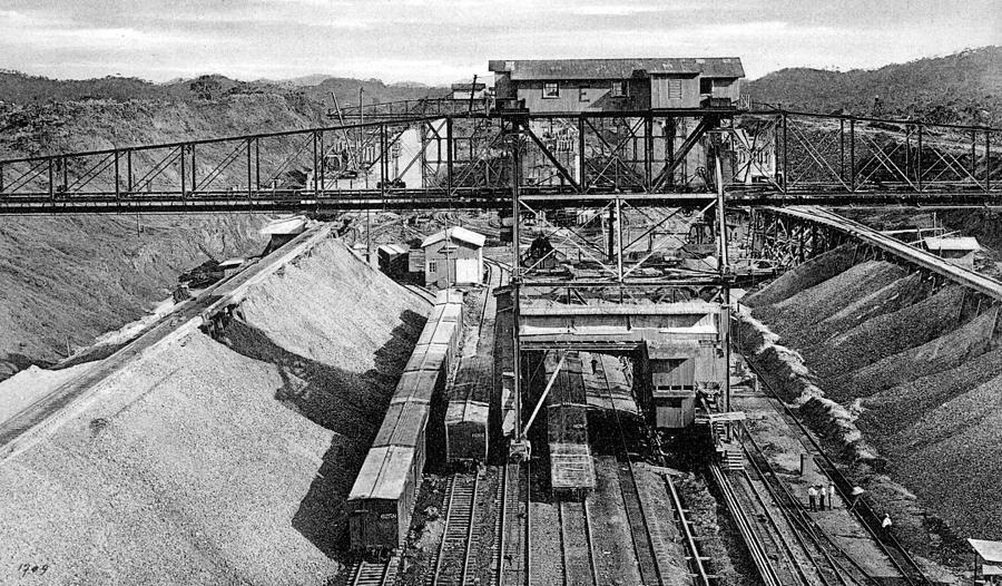 1910 Photograph - Panama Canal, C1910 by Granger