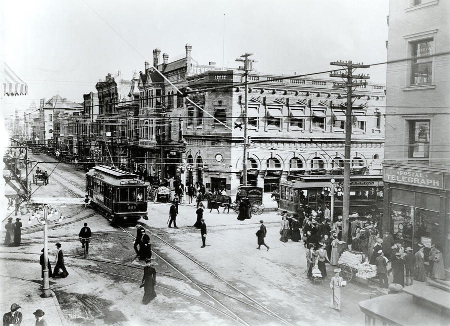 Horizontal Photograph - 1900s Intersection Of Fair Oaks by Vintage Images