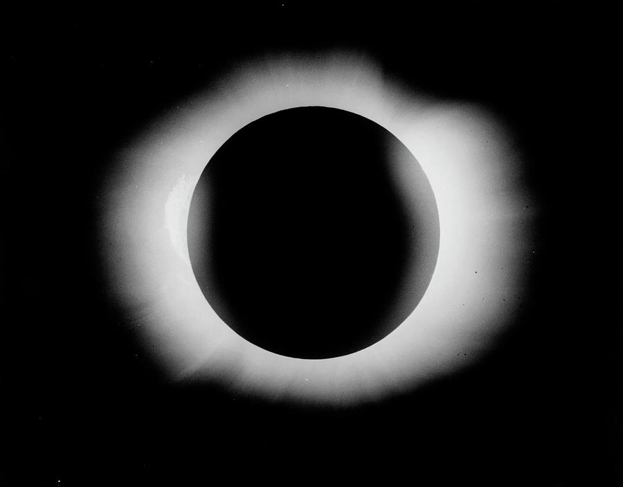 Star Photograph - 1919 Solar Eclipse by Royal Astronomical Society/science Photo Library