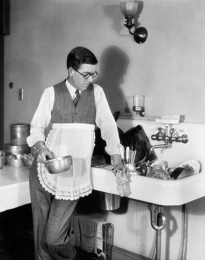 1920s Man In Apron Leaning On Sink Full Photograph By Vintage Images