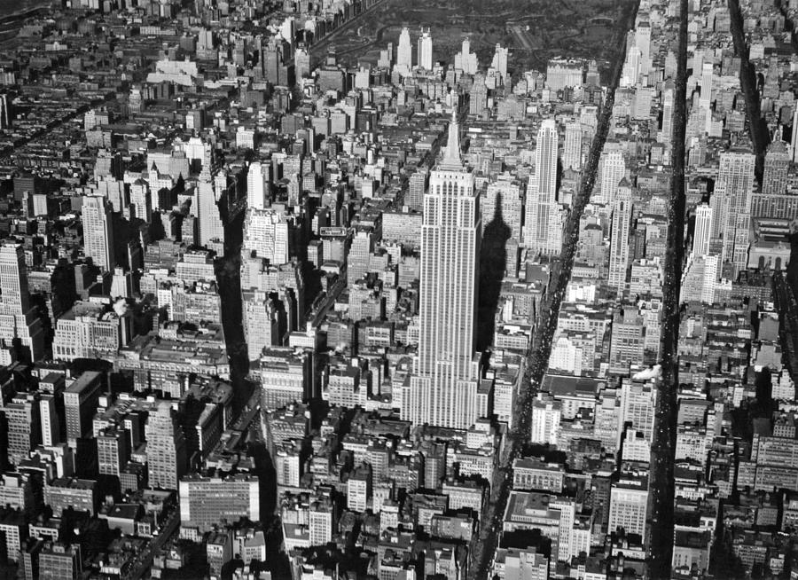 1934 Photograph - 1934 Aerial View Of Manhattan by Underwood Archives