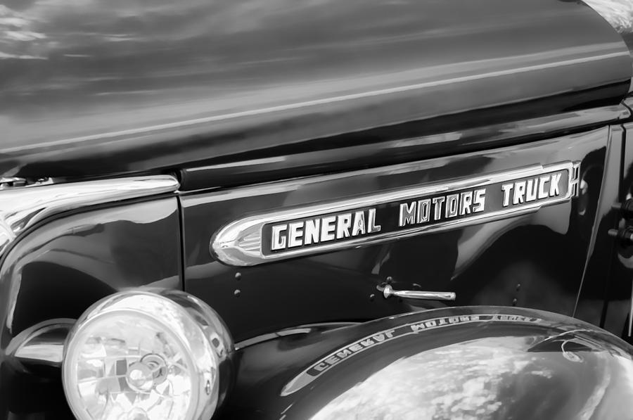 1940 Gmc General Motors Truck Emblem Photograph By Jill Reger
