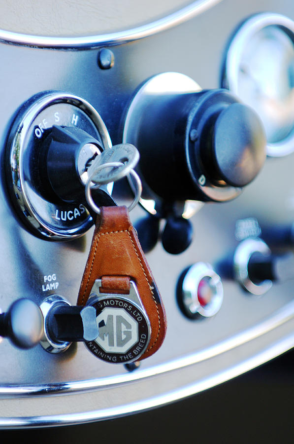 Mg Tc Photograph - 1948 Mg Tc Key Ring by Jill Reger