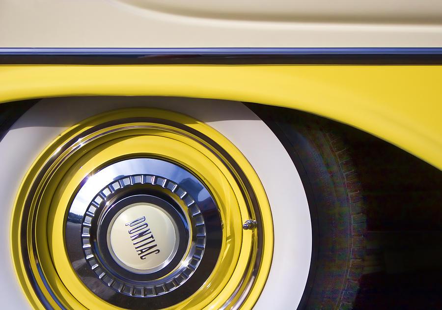 Wheel Photograph - 1957 Pontiac Starchief Wheel Cover by Carol Leigh