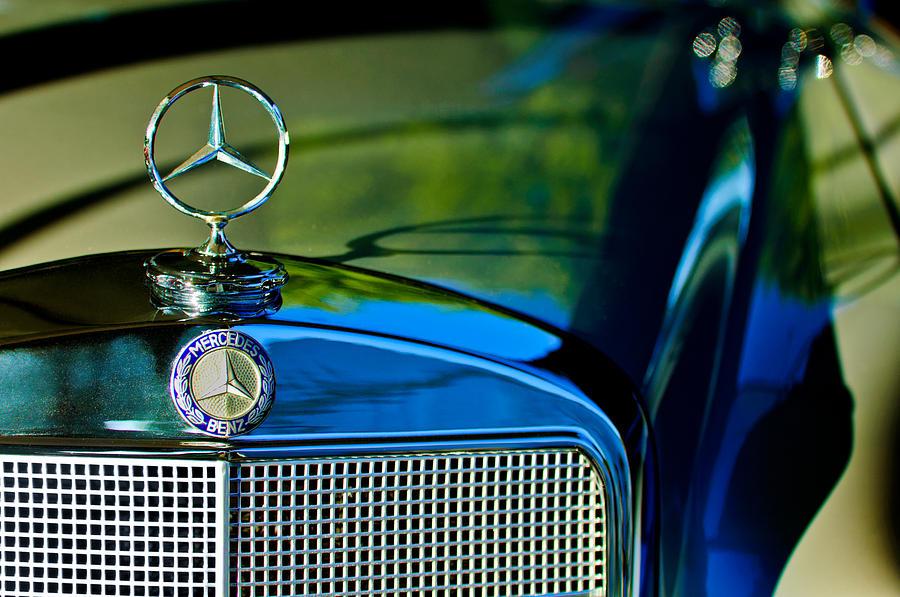 Pebble Beach 2011 Photograph - 1960 Mercedes-benz 220 Se Convertible Hood Ornament by Jill Reger