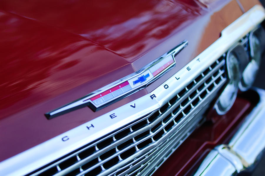 Classic Car Photograph - 1962 Chevrolet Impala Ss Grille by Jill Reger